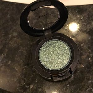 "MAC Dazzleshadow in ""Try Me On"""